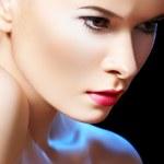 mode porträtt av glamour kvinna modell med ljusa kvällen make-up — Stockfoto #6853076
