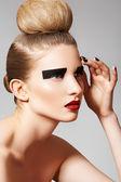 High fashion style. Cosmetics and make-up. Beautiful woman model — Stock Photo