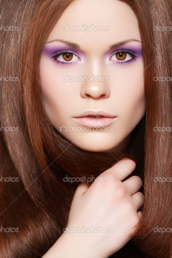 Wellness & cosmetics. Portrait of beautiful brunette woman model with healthy and shiny long straight brown hair, fashion bright neon violet make-up. — Stock Photo #6853151