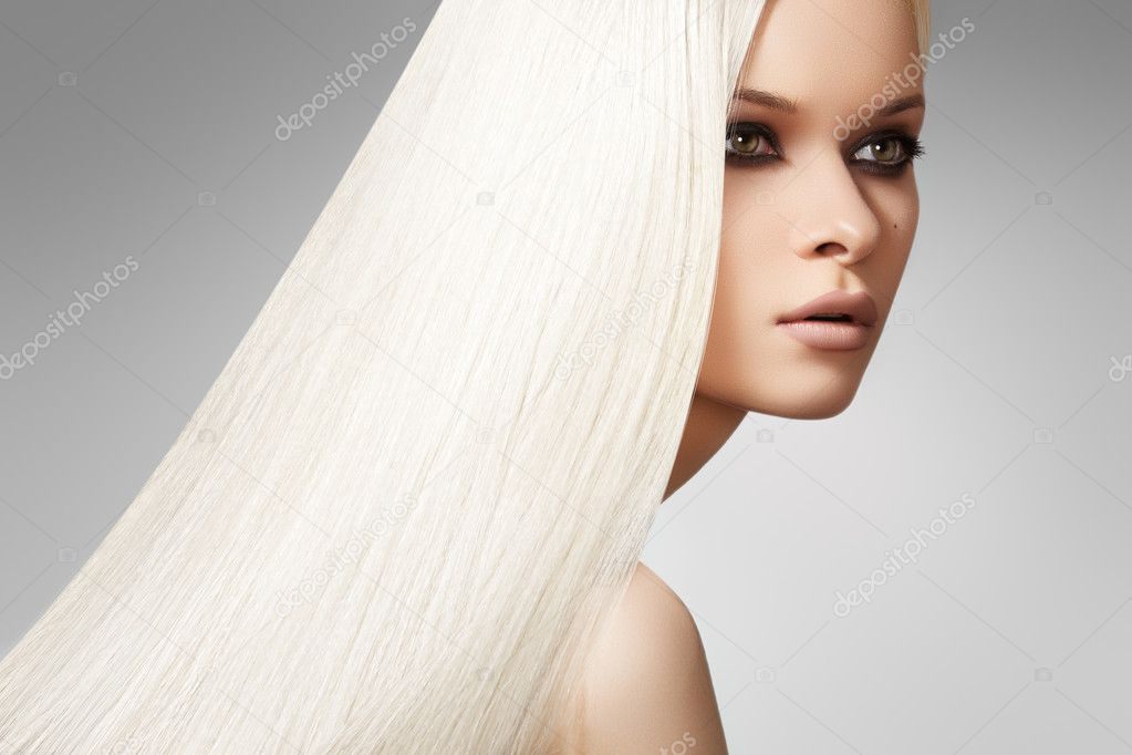 Well-being & spa. Sensual woman model with shiny straight long blond hair and chic evening make-up. Health, beauty, wellness, haircare. — Stock Photo #6914158