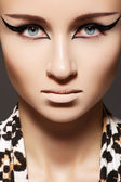 Fashion woman model with glamour make-up, cat eye liner — Stok fotoğraf