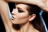 Beautiful sexy woman model with dark evening fashion make-up, brunette — Stock Photo