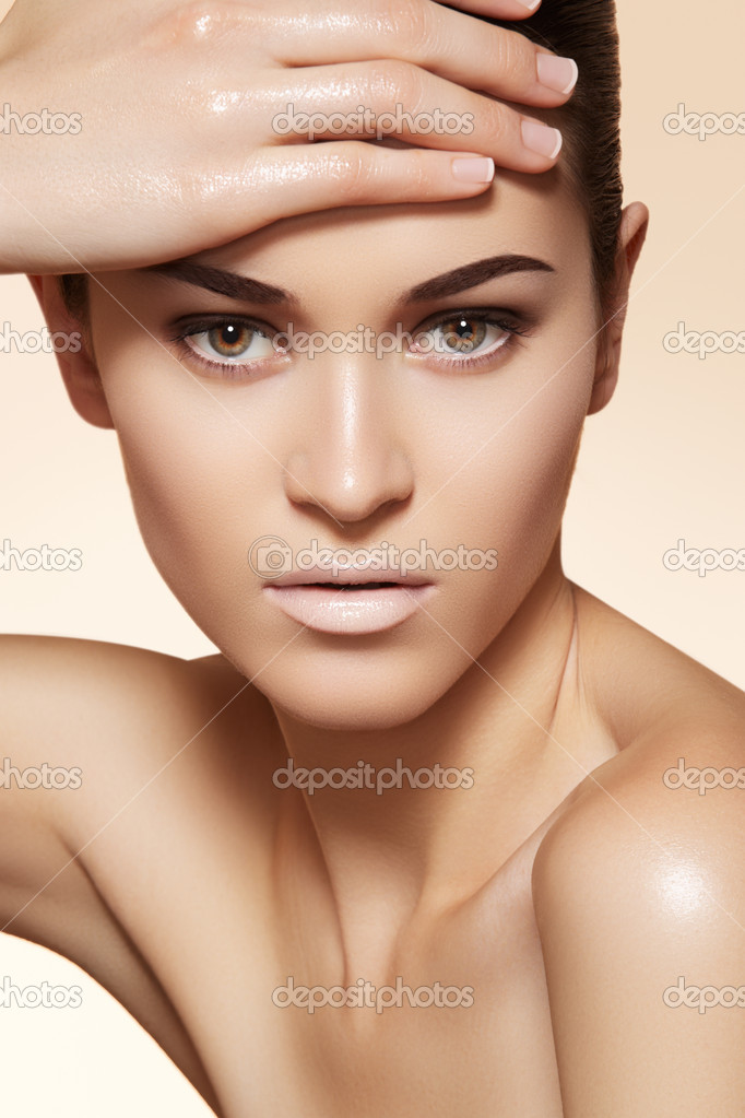 Портрет сексуальная кавказских молодая женщина. Естественная красота