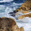 Waves splashing into rocks — Foto de Stock
