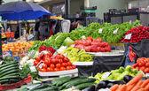 świeże i organiczne owoce i warzywa — Zdjęcie stockowe