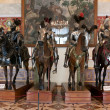 The exhibition in the Hermitage Museum, four horsemen in armor. — Stock fotografie