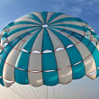 Parachute in the sky - Foto Stock
