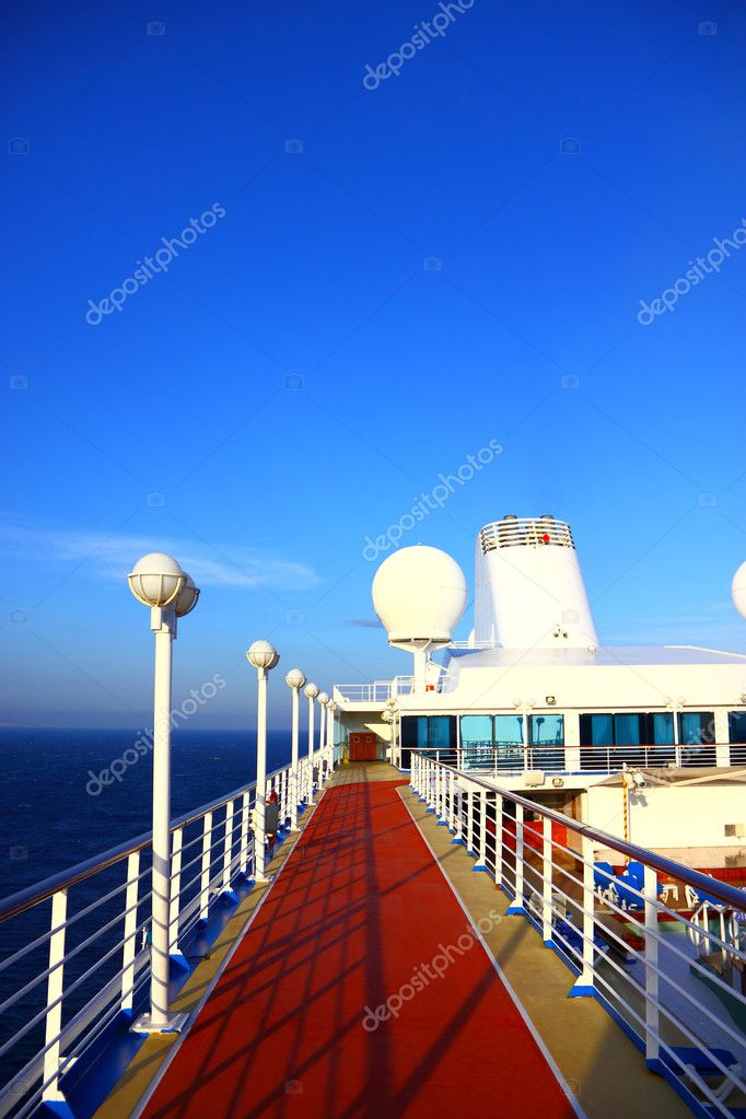 Open deck on a beautiful cruiseship — Stock Photo #6818931