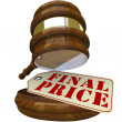 Final Price Gavel and Sale Tag for Auction Item Closing Bid — Stock Photo