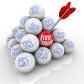 Rätt vs fel val pilen plockar bästa av många val — Stockfoto