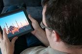 Homem de meia idade com digital tablet pc — Foto Stock