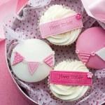 Cupcake gift box — Stock Photo