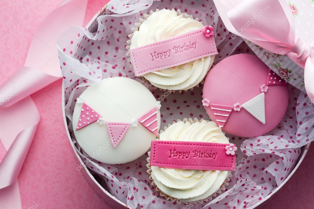 Gift box of birthday cupcakes — Stock Photo #6859720