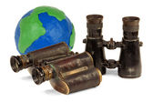 Two pair of binoculars and a globe — Stock fotografie