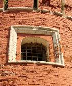 Fenster der mittelalterlichen festung turm — Stockfoto
