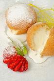 Sobremesa de sorvete com biscoito — Foto Stock
