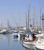 Sailing boats moored in Maryna Bay Harbour, Larnaca, Cyprus — Foto de Stock