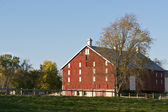 Traditional Red Barn — Stock Photo