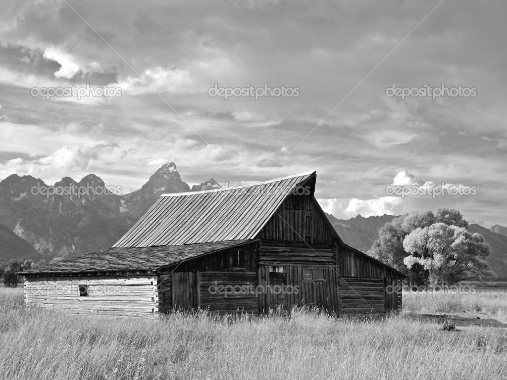 Grand Tetons and the Moulton Barn, Wyoming — Stock Photo #7565392