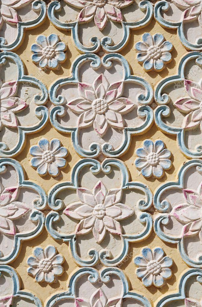 Oriental flower pattern carving — stock photo donkeyru