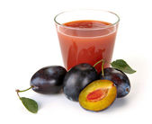 Plum juice and fruit — Stock Photo