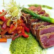 Half-roasted tuna with stewed vegetables — Stock Photo