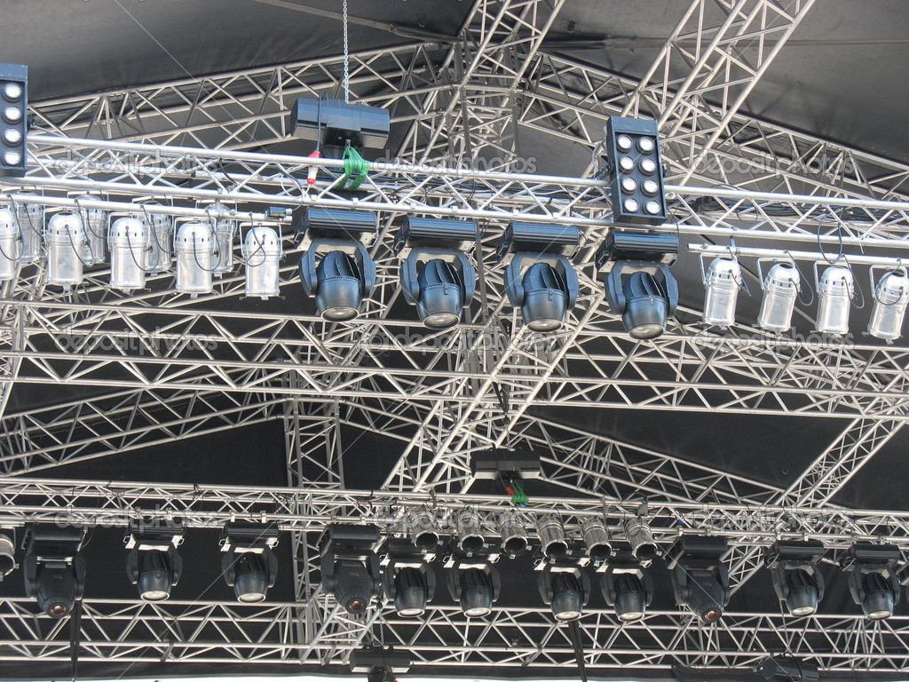 Structures of stage illumination lights equipment and projectors — Stock Photo #7587365