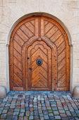 Masivní dřevěné dveře — Stock fotografie