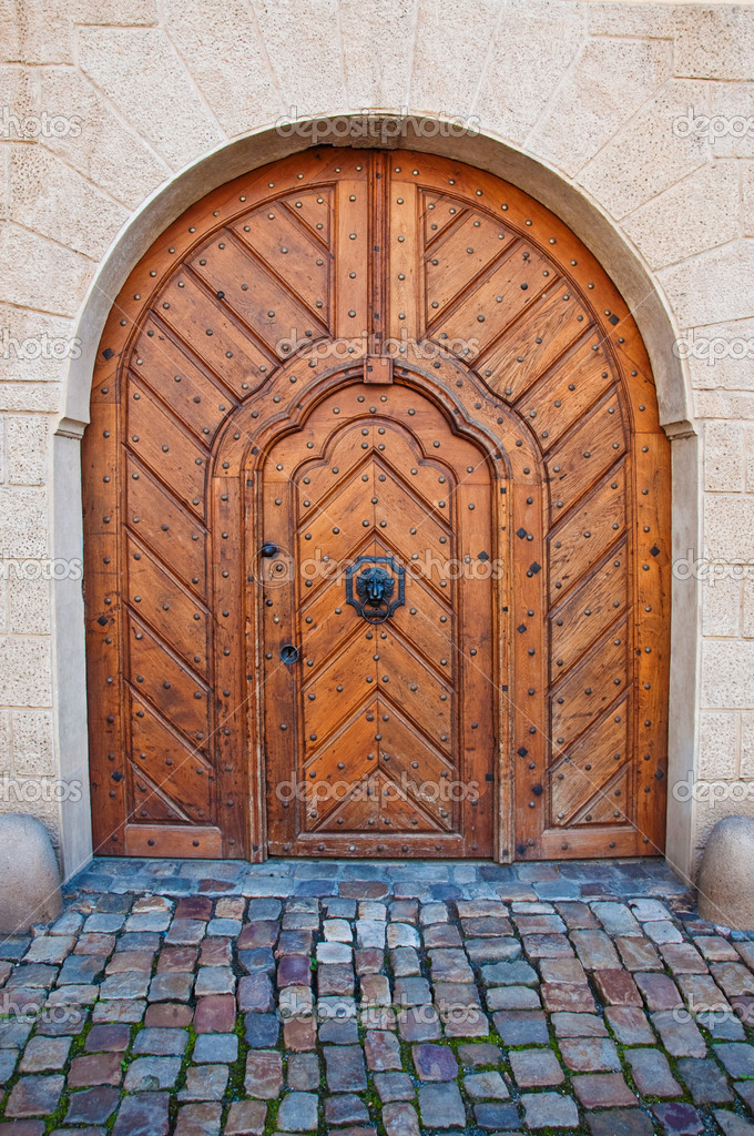 Massive wooden door, image is taken in Prague. — Stok fotoğraf #7158304