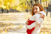 Young mother with child walking in autumn park — Stock Photo