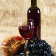 Red wine and grapes on vintage background — Stock Photo