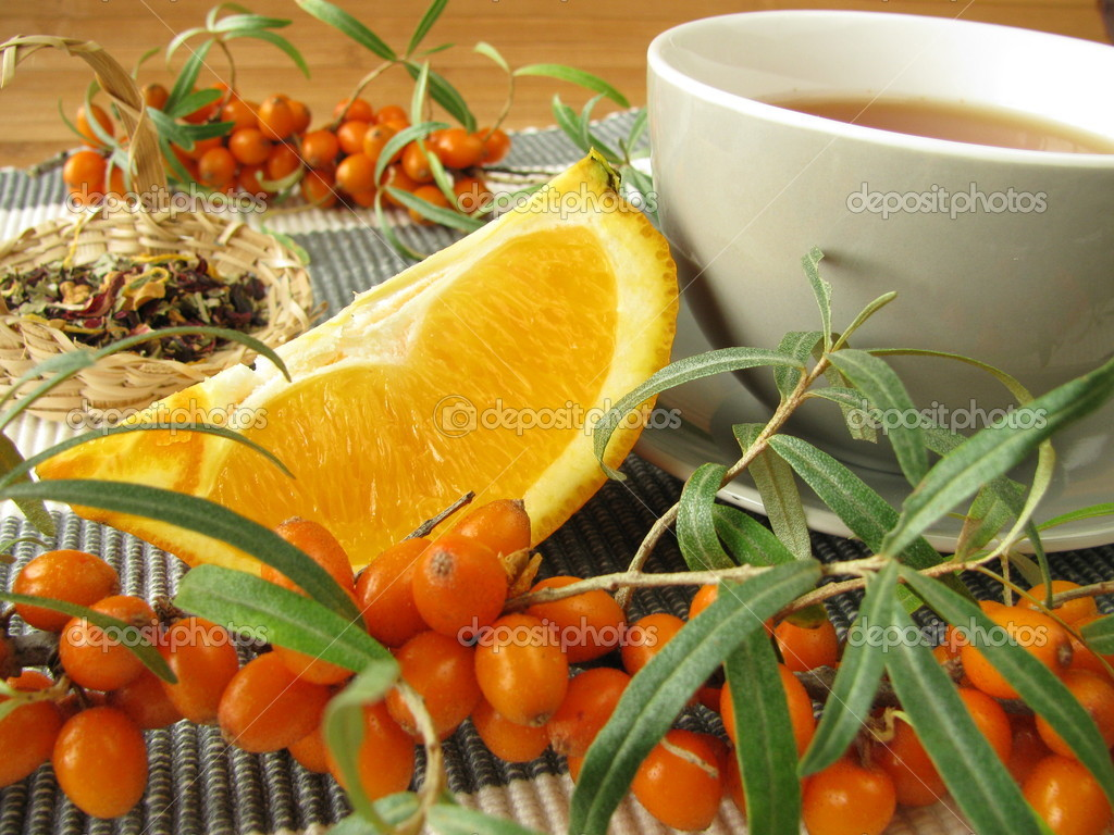 Tea with fruits of sea buckthorn and oranges — Stock Photo #6822288