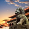 Bronze lion in the forbidden city — ストック写真