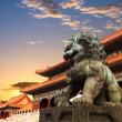 Постер, плакат: Bronze lion in the forbidden city