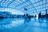 Passenger in the interior of the airport — Stock Photo