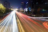在晚上高峰时段交通灯径 — 图库照片