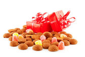 Pepernoten (ginger nuts) and presents — Stockfoto