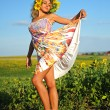 Beauty woman and sunflowers — Stockfoto