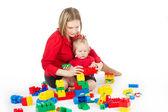 白で子供と遊ぶ母 — ストック写真