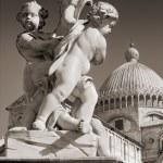 Pisa Duomo and The Fountain with Angels (La Fontana dei putti) in Pisa, Italy. — Stock Photo #6747679