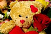 Teddy beer en rozen — Stockfoto