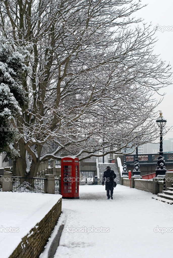 A red telephone box beside a walkway, on a cold Winter's day, London, England. — Stock Photo #7326688