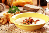 Cream of chanterelle mushroom soup — Stock Photo