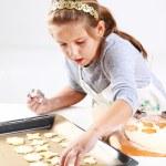 Cute girl baking cookies — Stock Photo