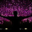 DJ and crowd on purple mosaic background — 图库矢量图片