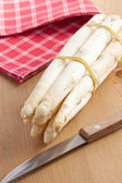 White asparagus on kitchen table — Stock Photo