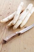 White asparagus on kitchen table — Stock Photo