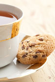 Chocolate cookies with tea — Stockfoto