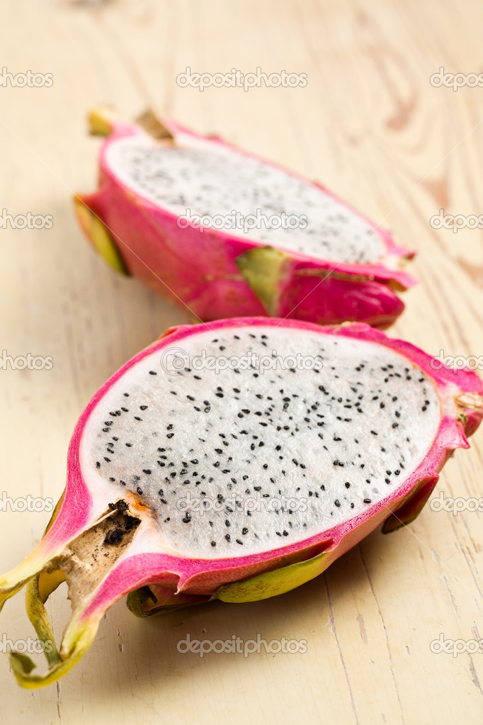 The pink pitahaya on wooden table — Stock Photo #7115463