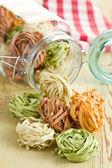 Tagliatelle di pasta colorata — Foto Stock